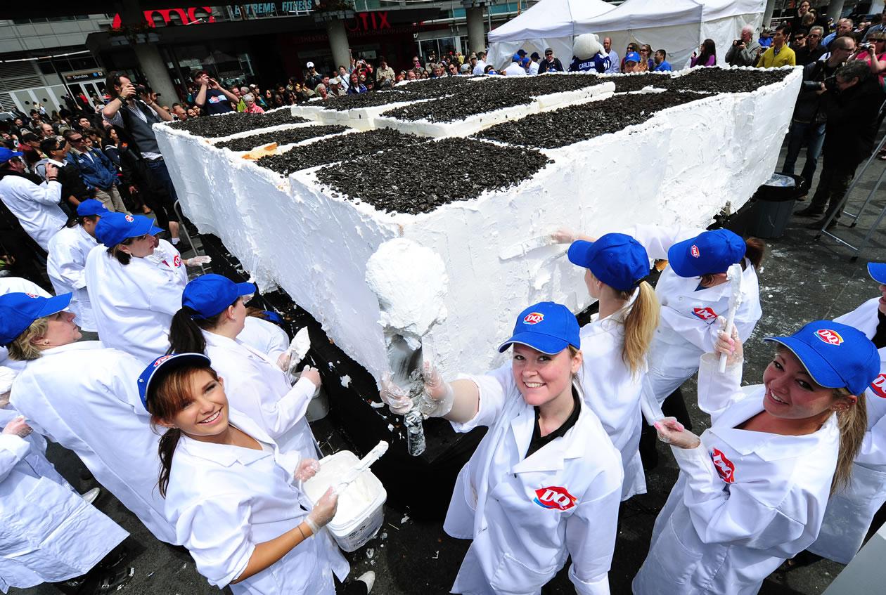 بزرگترین کیک بستنی دنیا توسط Dairy Queen